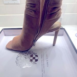 Size 7.5 Vince Camuto Leilani peep toe booties